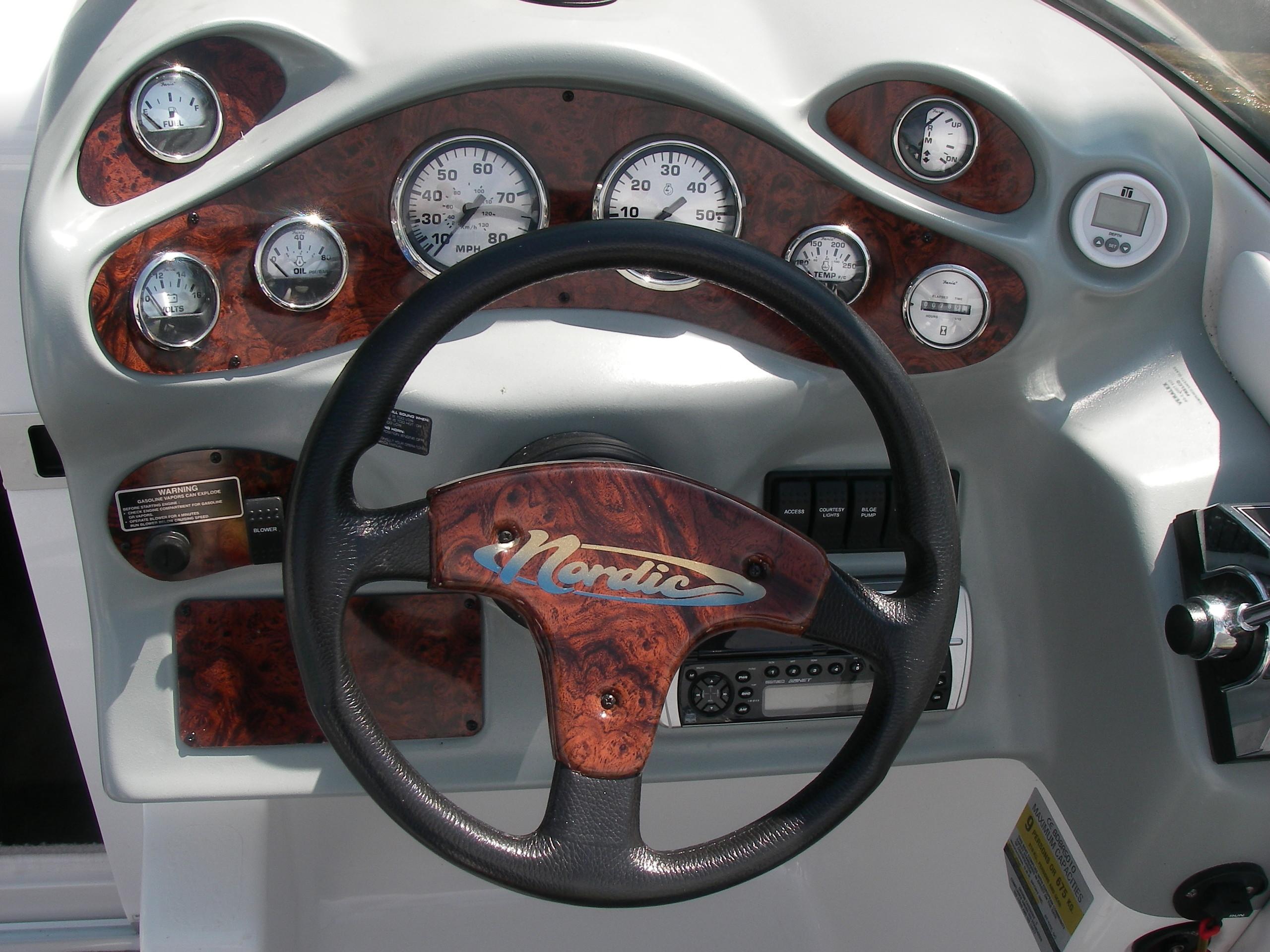 Cockpit mit Armaturen