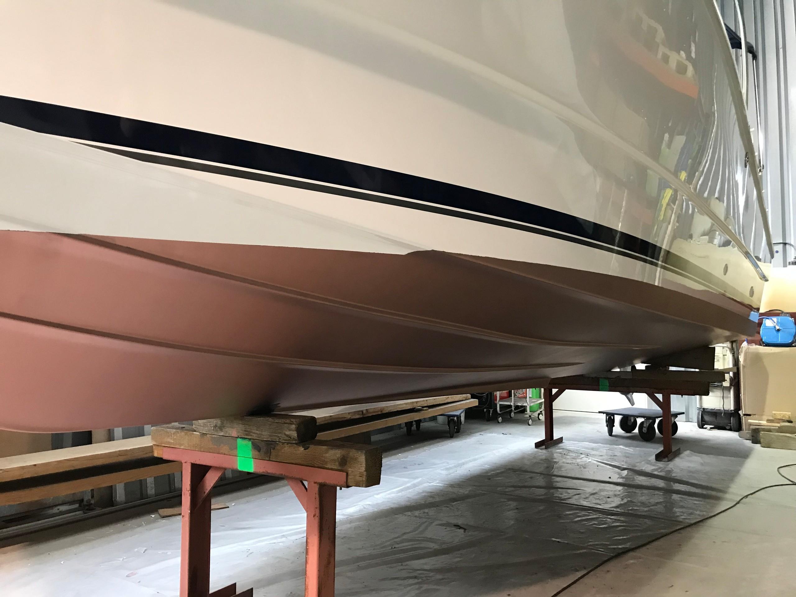 Bootsrumpf nach dem Antifouling Anstrich
